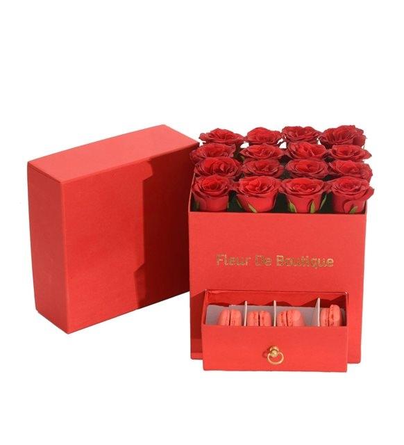 kare kırmızı kutu ve makaronlar