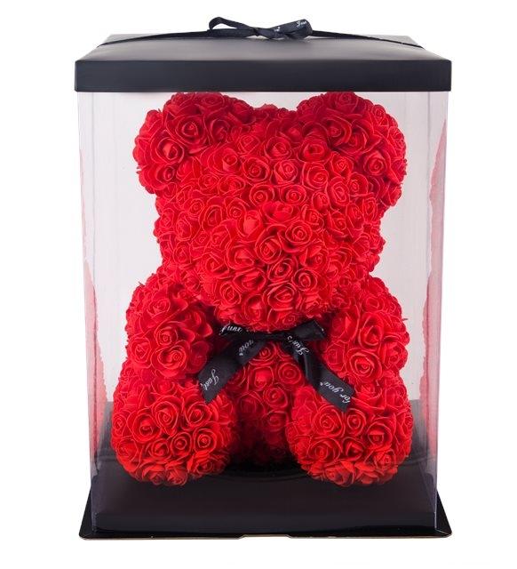 kırmızı solmayan güllerle tatlı ayıcık