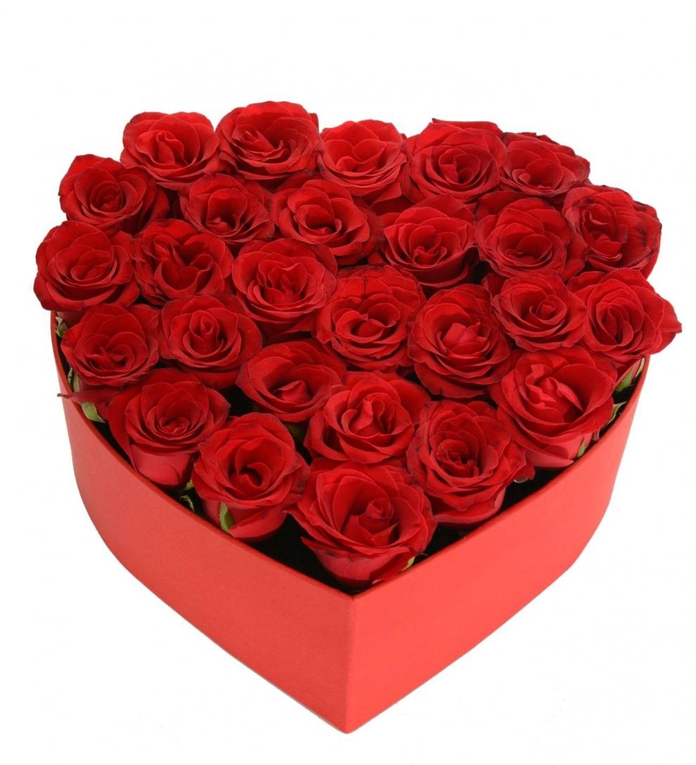kırmızı küçük kalp kutuda kırmızı güller